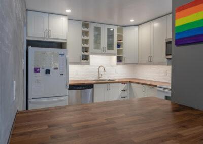 Finished back splash and cabinets
